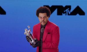 The Weeknd, Blinding Lights ile tarihe geçti