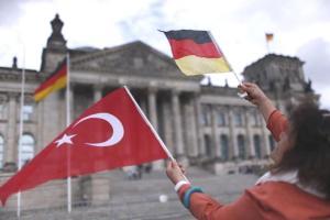 Kamyon Hediye Etmişler: Elazığ Akçakiraz'da Belediyenin Bremen'e Gönderdiği 20 Kişiden 3'ü Geri Dönmüş