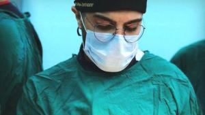 Bıçaklı Saldırıya Uğrayan Doktorun Hayati Tehlikesi Sürüyor