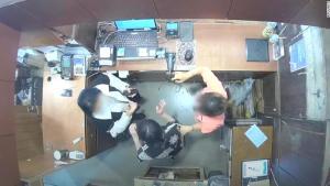 Büyükelçinin eşi tezgahtarı tokatladı! Belçika ile Güney Kore arasında gerilim yaşandı