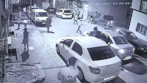 Esenyurt'un gençleri polisi görünce afalladı! Şampiyonluğu kutlamak isterken arabayı vurdu