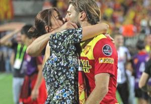 G.Saray'ın yeni yengesinden olay paylaşım! Ebru Şancı, Alpaslan'ı öpücüklere boğdu