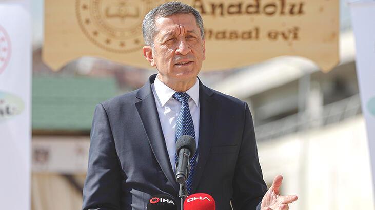 Bakan Selçuk 'Anadolu Masal Evi'nin açılışını yaptı