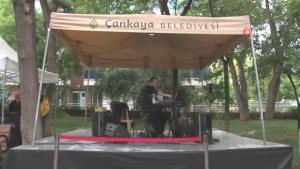 Başkentte sanatçılar açık hava konserlerine devam ediyor