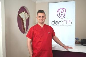 'Bir günde implant tedavisiyle hasta dişsiz kalmıyor'