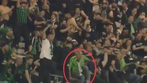 Gol sevincinde tribünden düşen Kocaeli taraftarından ilginç ifade: Bilerek atladım