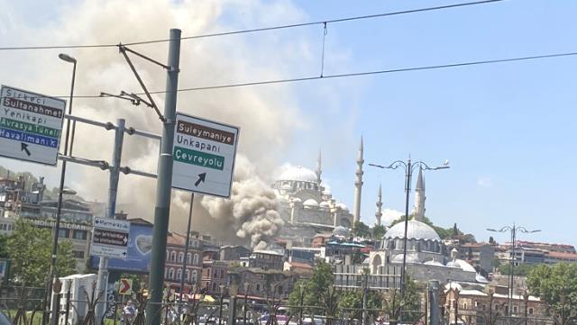 İstanbul'da oyuncak deposunda yangın! Olay yerine ekipler sevk edildi