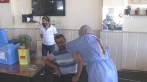 Sağlık çalışanları en ücra köylere giderek korona aşısını vatandaşlarla buluşturuyor