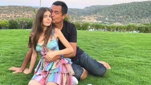 Acun Ilıcalı'nın 14 yaşındaki kızı Yasemin'in elbisesi ve ayakkabısının fiyatına yorum yağdı
