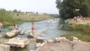 Antik kentteki buz gibi doğal havuzlarda tarihe kulaç atıyorlar