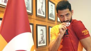 Galatasaray'la sözleşmesini iki yıl uzatan Emre Akbaba, büyük bir indirime gitti