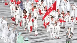 Tokyo Olimpiyatları muhteşem törenle açıldı! Bayrağımızı Merve Tuncel ile Berke Saka taşıdı