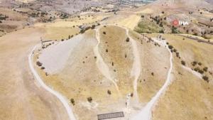 2 bin yıllık 'Karakuş Tümülüsü'nün tomografisi çekiliyor