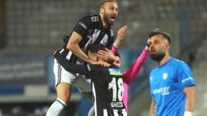 Cenk Tosun'dan çarpıcı Ghezzal yorumu: Yavaş bir futbolcu