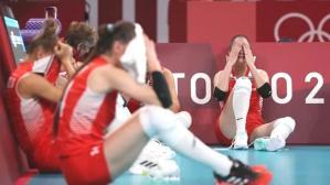 Güney Kore'ye elenen Kadın Voleybol Takımımız, yere kapanıp hüngür hüngür ağladı