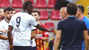 Mario Balotelli'nin teknik direktör Hikmet Karaman'ı sakinleştirmesi olay oldu: Paralel evrende Süper Lig