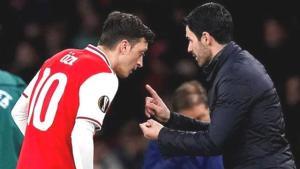 Mesut Özil'den çok konuşulacak paylaşım! Manchester City yenilgisinin ardından eski hocasına göndermede bulundu
