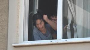 Bursa'da kabus dolu dakikalar! Eşi bıçakla rehin aldı, polisler son anda kurtardı
