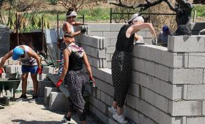 İyi İnsanlar İyi ki Var! Manavgat'ta Yangında Kül Olan Evleri Gönüllüler İnşa Ediyor