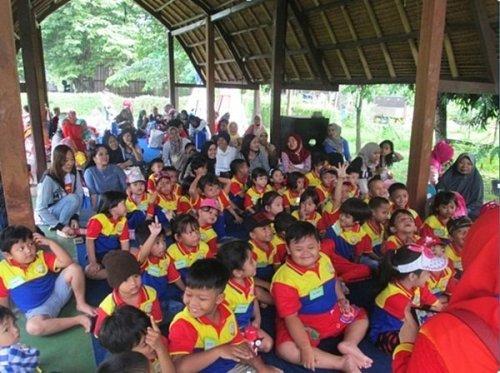 Berkumpul di Saung