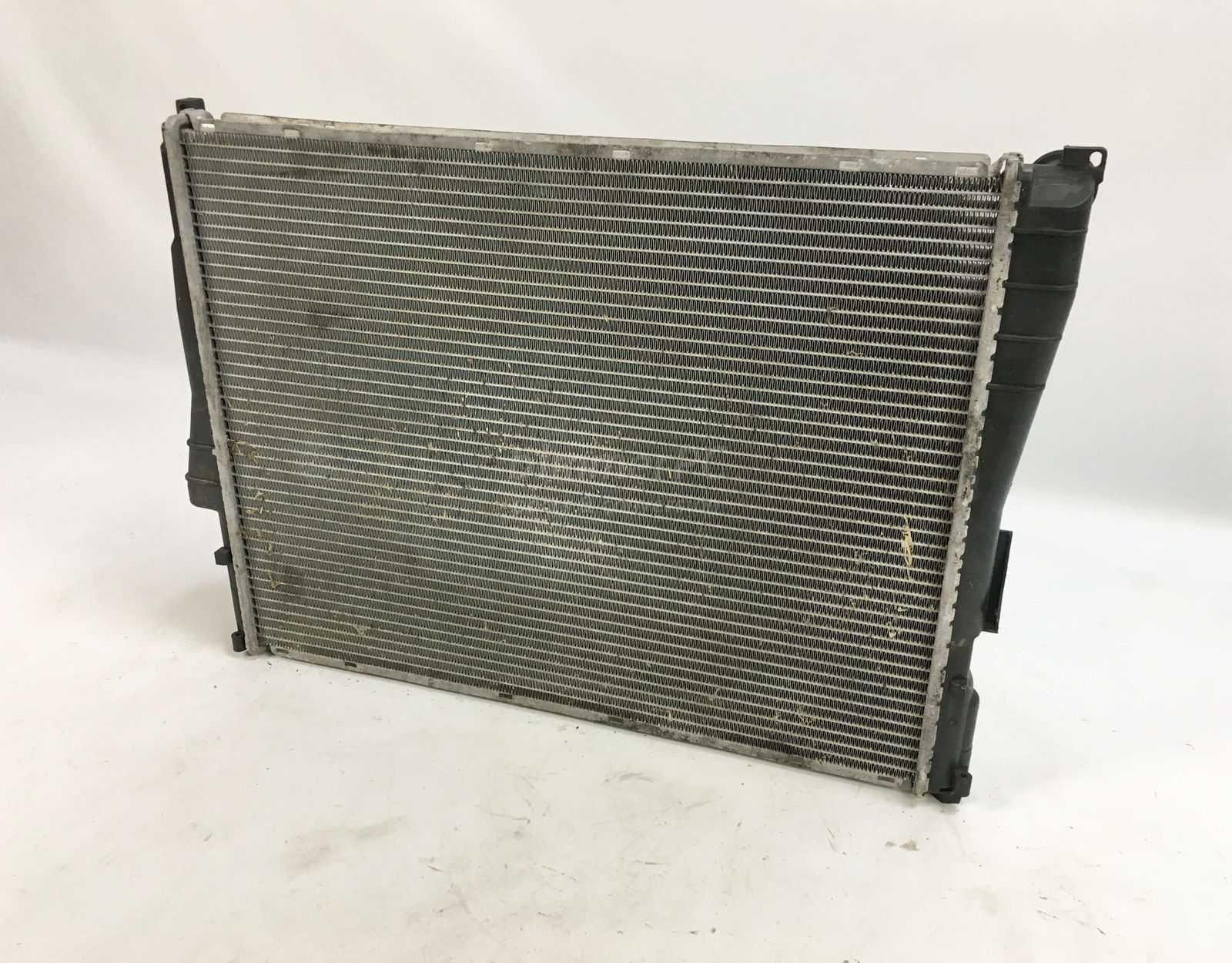 hight resolution of picture of bmw 17119071519 engine cooling radiator e46 for sale