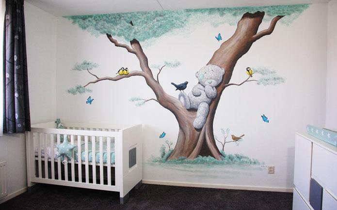 Boom muurschildering met diertjes eekhoorn en vogels