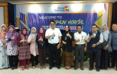 Universitas Bina Darma Mengumumkan Dosen dan Karyawan dengan Kinerja Terbaik 2018-2019