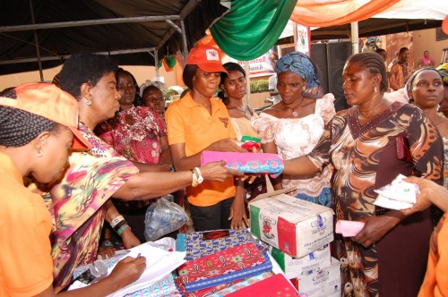Pastor Kate Okoafor distribute gifts to widows during the widows day of Joy