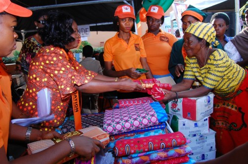 The Founder of Bina Foundation Lady Ifeoma Atuegwu gives a gift of wrapper to an indegent widow
