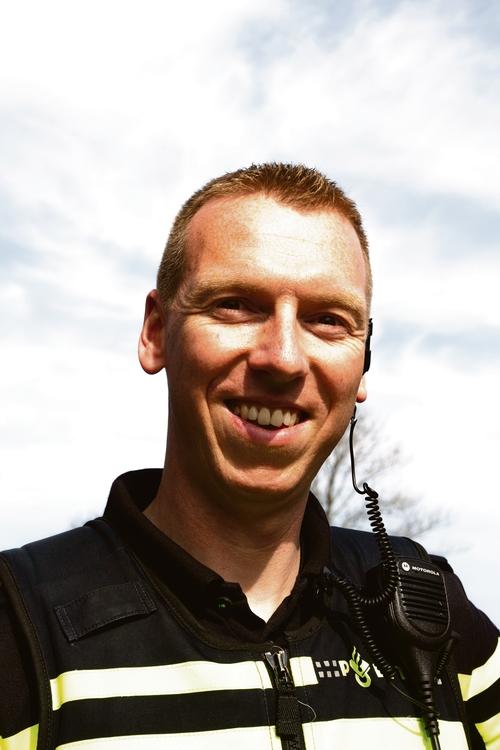 Veiligheid in Coronatijd: Wijkagent Matthijs: 'Zichtbaarheid juist nu belangrijk'