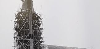 kerktoren Wervershoof in de steigers