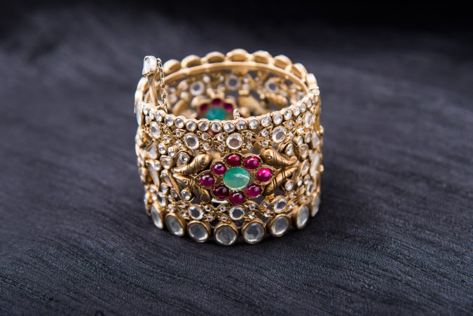Arnav Design Studio  - Bracelet with crystals and spinel's