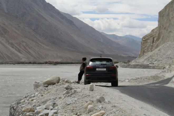 Nubra to Pangong ... by the river Shyok