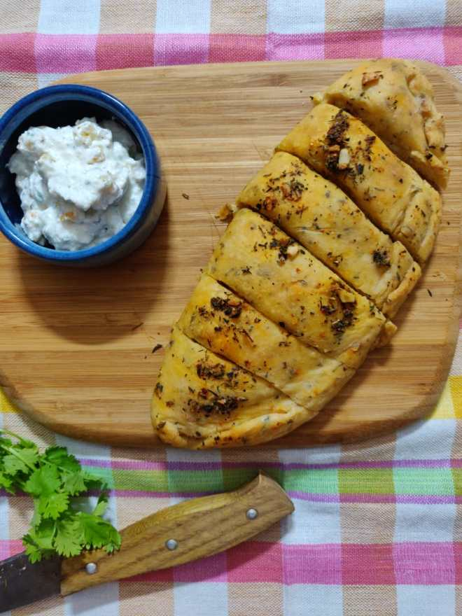 Garlic Bread and Garlic Dip
