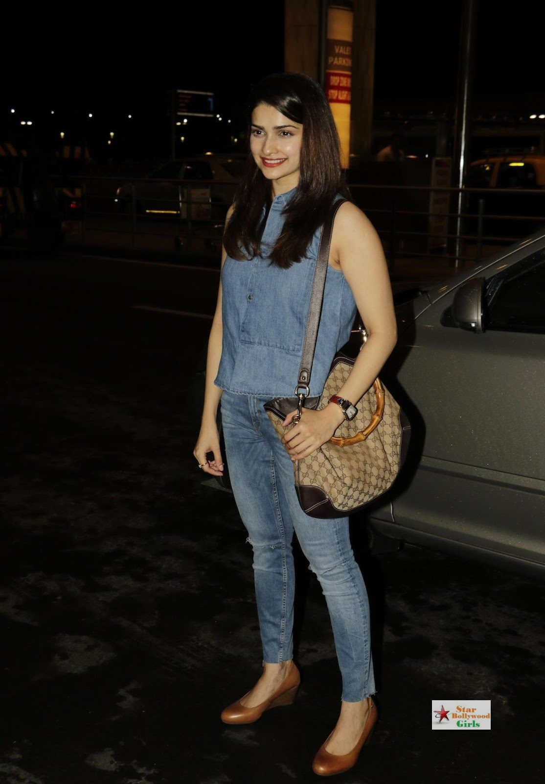 Prachi Desai Looks Super Sexy At Mumbai International Airport7