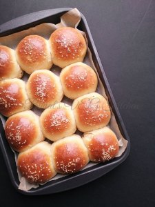 Homemade Hamburger Buns Eggless