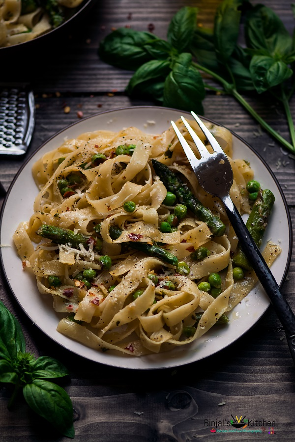 Fettuccine Alfredo With Asparagus and Peas