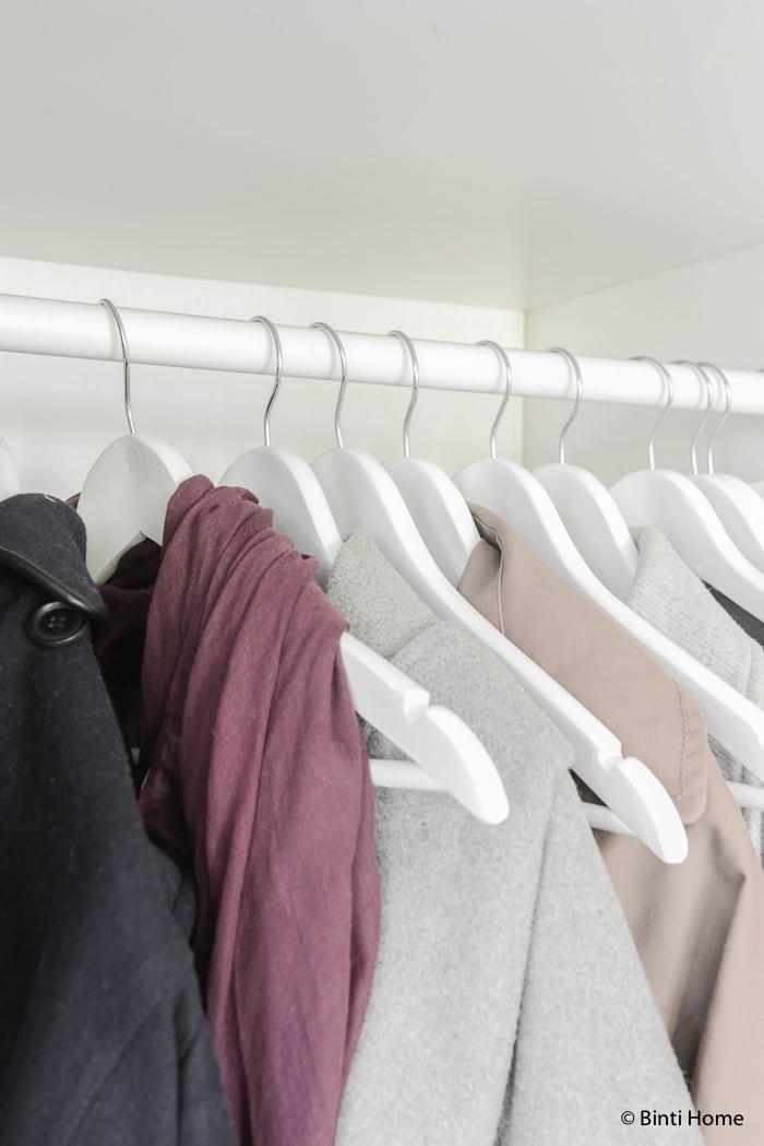 kledinghangers wit Hal styling wooninspiratie mintgroen en aubergine voor Hema Blog ©BintiHome-14