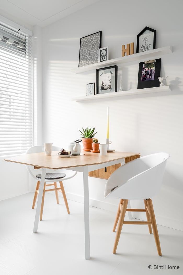 Interieurinspiratie eettafel in een witte keuken ©BintiHome-7