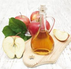 """Vinaigre de Cidre Biologique Pocédé de fabrication : Le procédé de fabrication du vinaigre de cidre biologique est entièrement naturel. Les pommes à cidre biologiques, rigoureusement triées et lavées passent dans un pressoir pour en extraire le jus. Après fermentation durant plusieurs semaines, on obtient du cidre. Des bactéries naturellement présentes dans le milieu vont ensuite transformer l'alcool du en acides acétiques et constituer la """"mère de vinaigre"""". Authentique, élaboré selon les méthodes anciennes et vieilli en fût de chêne, le vinaigre de cidre à une belle couleur dorée et fait parti des vieux remèdes naturels de grand-mère, connu et apprécié pour ses multiples bienfaits sur la santé."""