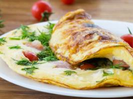 Omelette reconstituante feta, tomates cerise et persil
