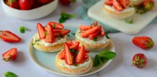 Mini pizza sucrée au mascarpone et aux fraises