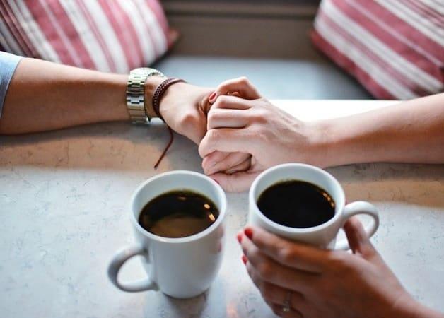 O cafea tare sau ceai verde?