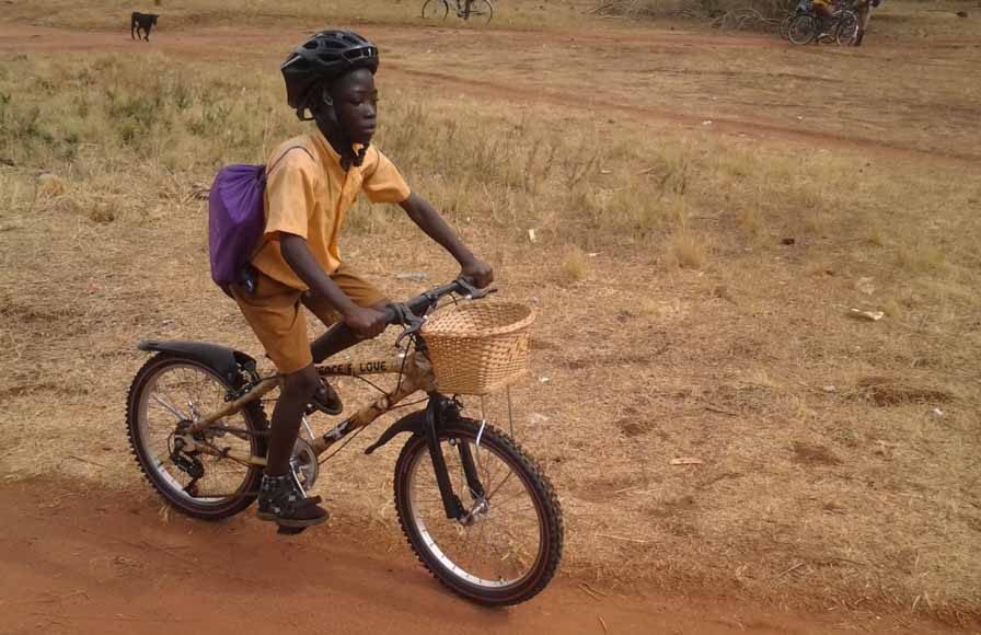 Sustentabilidad al palo: bicicletas de bambú para que los chicos vayan a la escuela