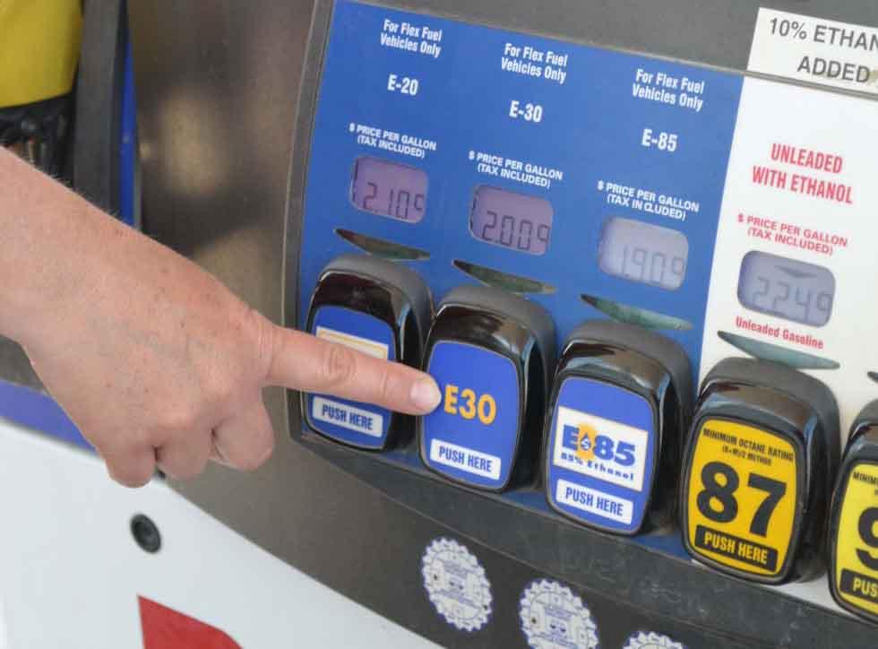 Comprobado. Aún en automóviles convencionales, mezclas de 30% de etanol reducen significativamente las emisiones