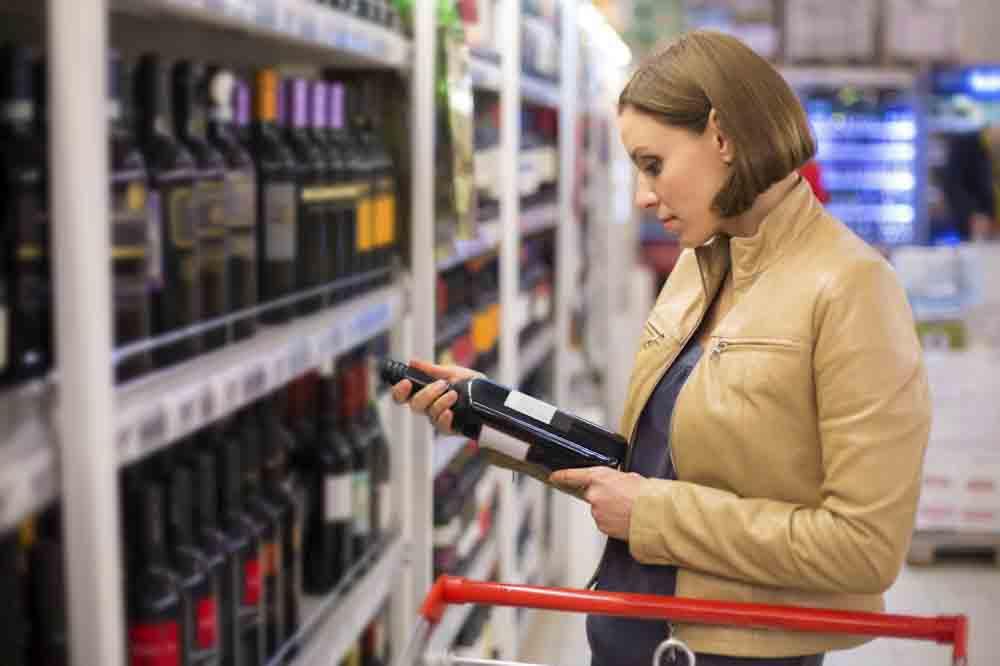 Las mujeres prefieren solo comprar vino