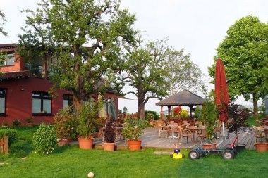 Hofcafé mit Gartenterasse