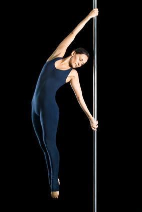 Pole Dance, desarrolla tus curvas y músculos