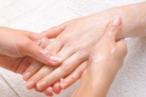 Dedos agrietados, hinchados y/o con picor: secretos para curarlos