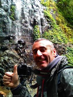 Selfie (iPhone 4S) scattato all'interno del Dorrigo National Park, praticamente sotto una cascata (oltre che sotto la pioggia, ma dato che si era nella foresta pluviale...).